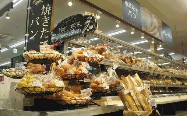 食パンの焼きあがりは午前11時ごろになります。
