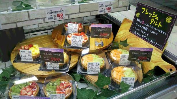 旬のくだものを使ったフルーツタルト【洋菓子デザートコーナー】にて